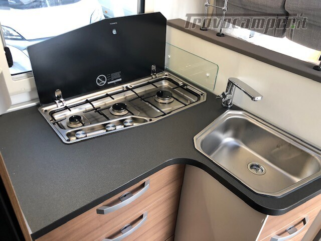 Semintegrale Adria Matrix Axess 600SP nuovo  in vendita a Firenze - Immagine 11