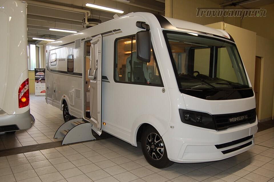 Motorhome letti gemelli WEINSBERG CARACORE 700 MEG Pronta Consegna usato  in vendita a Milano - Immagine 1