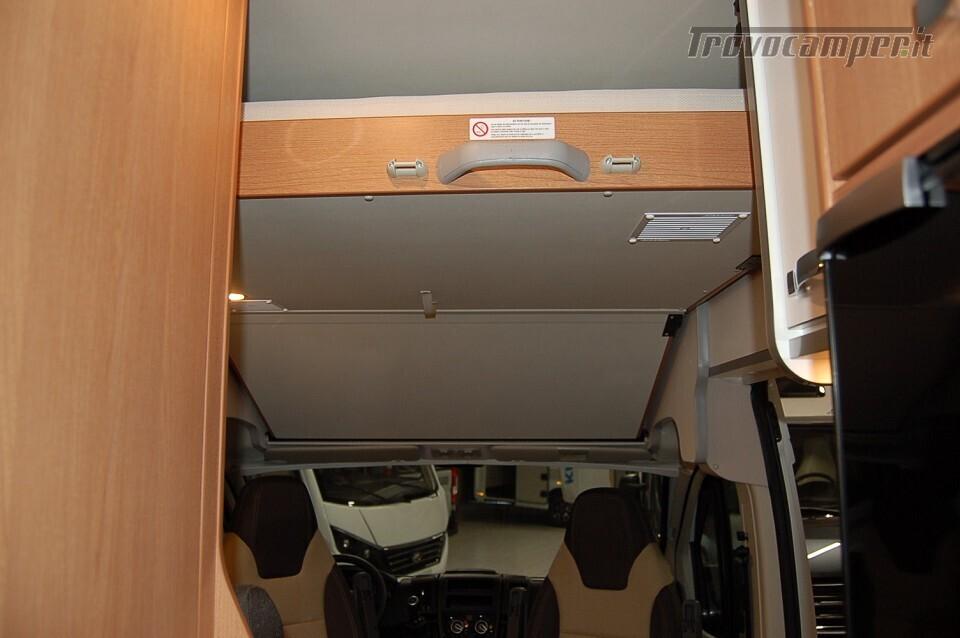 Furgonato 5 posti letto WEINSBERG CARABUS Edition Italia 600 DQ nuovo  in vendita a Milano - Immagine 5