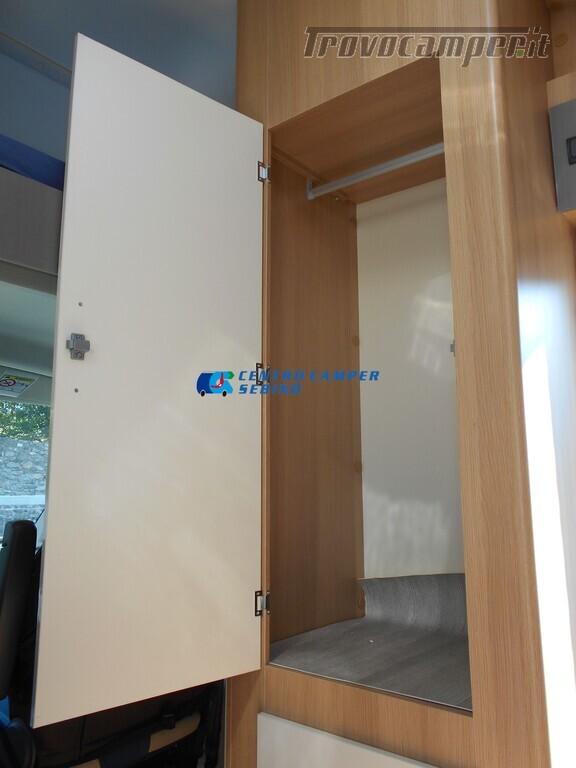 Noleggio McLouis Glamys 326 G camper mansardato 6 posti con garage nuovo  in vendita a Brescia - Immagine 10