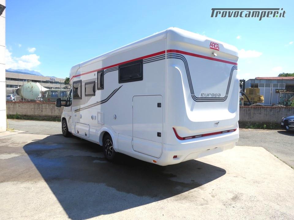 Semi integrale ARCA Europa P 740 GLG con garage e letti gemelli in coda usato  in vendita a Massa-Carrara - Immagine 2