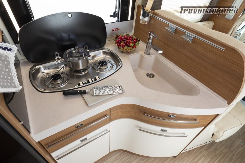 Semi-integrale ARCA Europa P 699 GLM con garage e letto matrimoniale in coda usato  in vendita a Massa-Carrara - Immagine 6