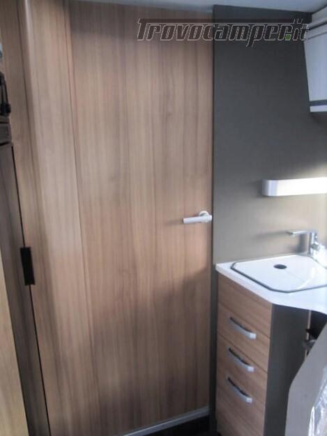 Semi-integrale con letto a penisola più basculante Adria Matrix M670 SC plus nuovo  in vendita a Rieti - Immagine 18