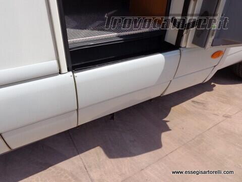 Laika Ecovip 5.1 G MAXI GARAGE 2.8 JTD CLIMA anno 2002 678 cm usato  in vendita a Brescia - Immagine 14