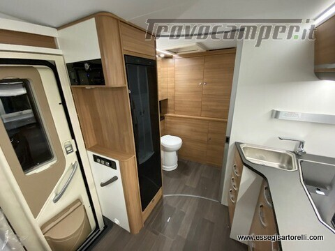 Adria MATRIX AXESS M 600 DT garage 698 cm maxicabina face to face 2021 nuovo  in vendita a Brescia - Immagine 9