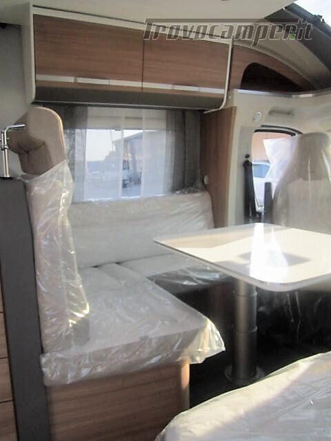 SEMINTEGRALE 6 POSTI CON BASCULANTE E GARAGE DA 6.99 MT ADRIA MATRIX M600 SP usato  in vendita a Rieti - Immagine 6