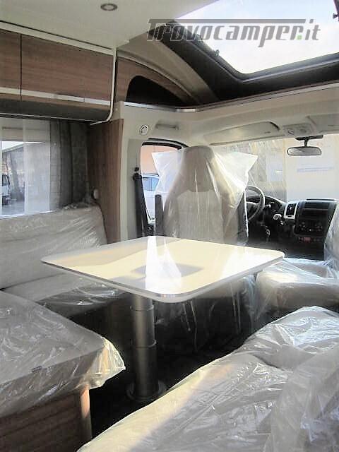 SEMINTEGRALE 6 POSTI CON BASCULANTE E GARAGE DA 6.99 MT ADRIA MATRIX M600 SP usato  in vendita a Rieti - Immagine 7