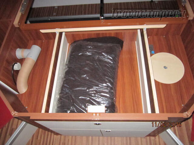 SEMINTEGRALE CON BASCULANTE E LETTO A PENISOLA ADRIA MATRIX M670SC PLUS usato  in vendita a Rieti - Immagine 14