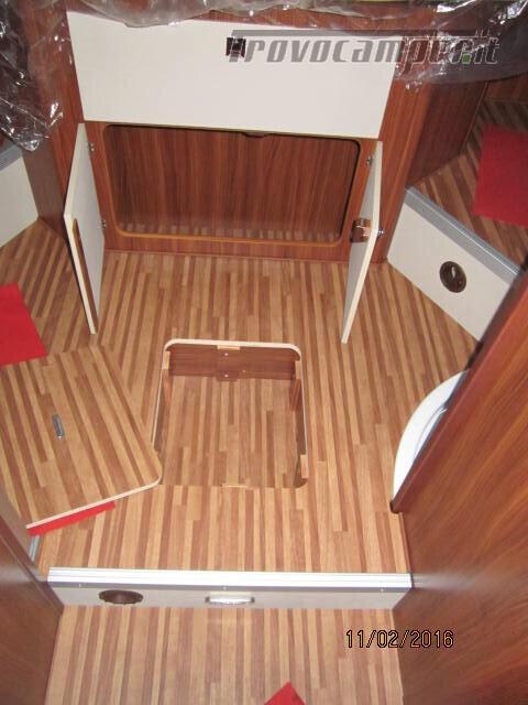 SEMINTEGRALE CON BASCULANTE E LETTO A PENISOLA ADRIA MATRIX M670SC PLUS usato  in vendita a Rieti - Immagine 13