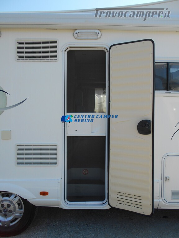 Miller Arizona camper mansardato 5 posti con garage e gancio di traino usato  in vendita a Brescia - Immagine 7