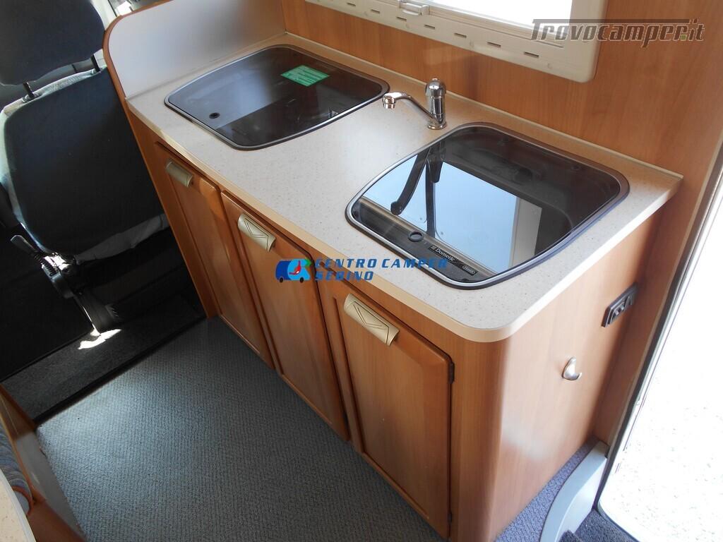 Miller Arizona camper mansardato 5 posti con garage e gancio di traino usato  in vendita a Brescia - Immagine 12