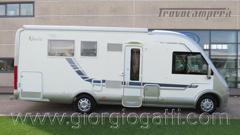 Camper Mc Louis Nevis 872 motorhome con letto centrale e portamoto nuovo  in vendita a Alessandria - Immagine 1