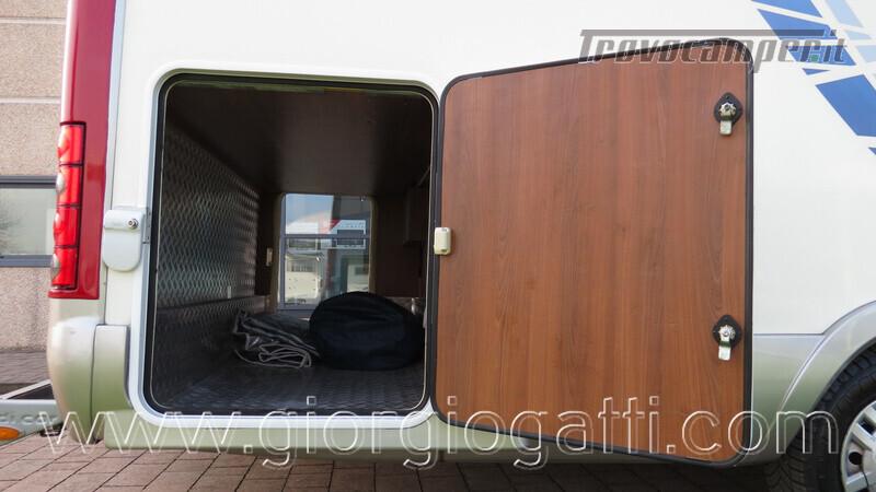 Camper Mc Louis Nevis 872 motorhome con letto centrale e portamoto nuovo  in vendita a Alessandria - Immagine 9