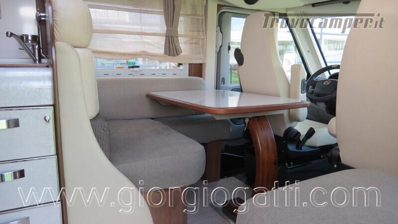 Camper Mc Louis Nevis 872 motorhome con letto centrale e portamoto nuovo  in vendita a Alessandria - Immagine 11