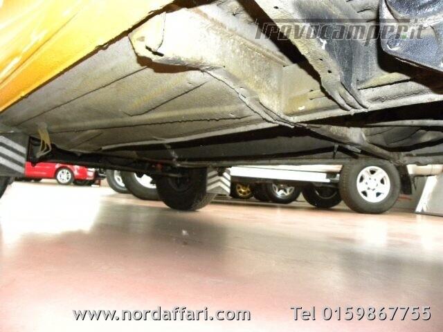 Camper puro VOLKSWAGEN Transporter T2-A Westfalia usato  in vendita a Biella - Immagine 9