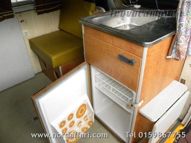 Camper puro VOLKSWAGEN Transporter T2-A Westfalia usato  in vendita a Biella - Immagine 18
