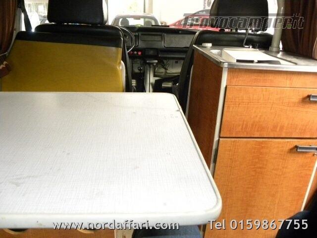 Camper puro VOLKSWAGEN Transporter T2-A Westfalia usato  in vendita a Biella - Immagine 23