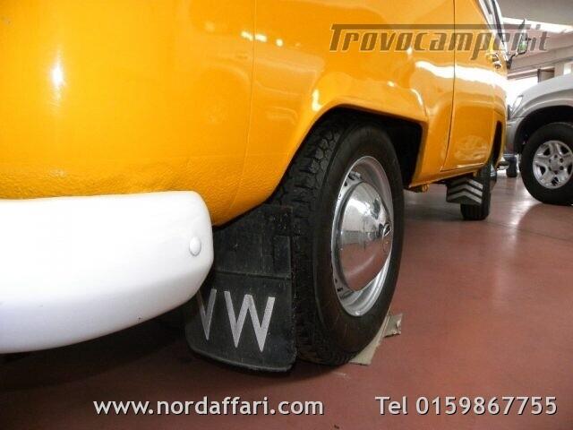 Camper puro VOLKSWAGEN Transporter T2-A Westfalia usato  in vendita a Biella - Immagine 12