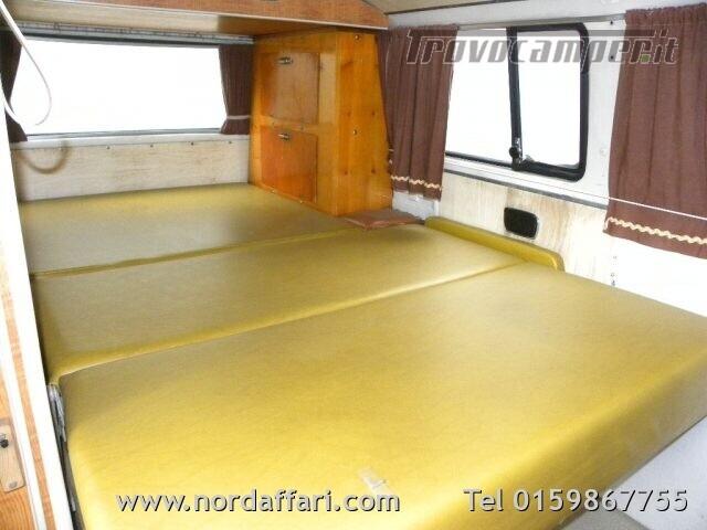 Camper puro VOLKSWAGEN Transporter T2-A Westfalia usato  in vendita a Biella - Immagine 15