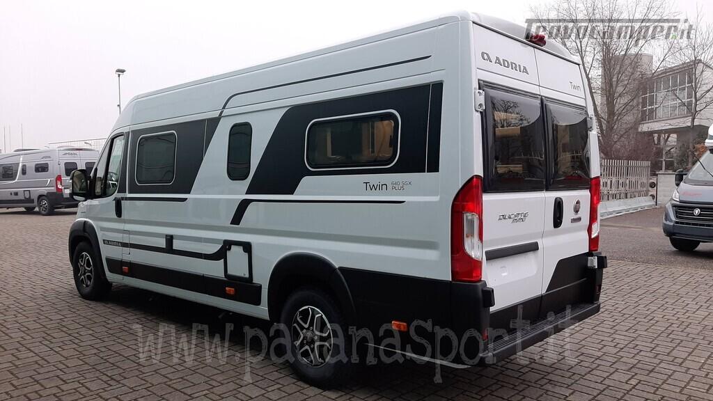 Van ADRIA TWIN PLUS 640 SGX con bagno vario nuovo  in vendita a Pavia - Immagine 4