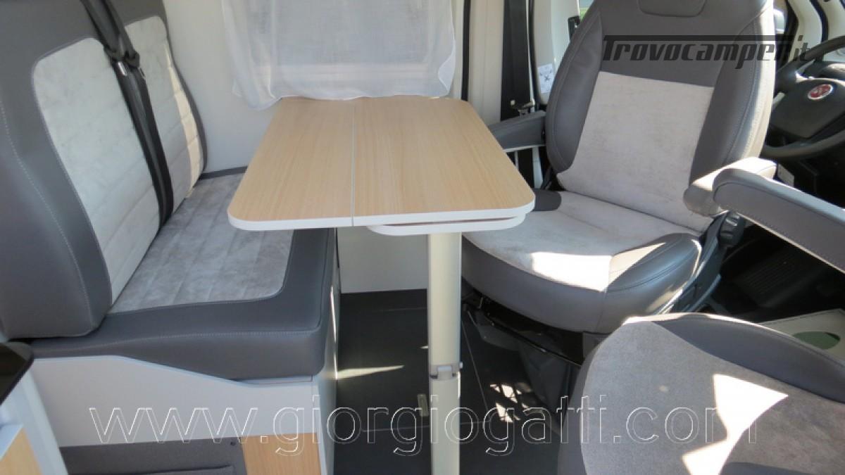 Camper puro Fontvendome Horizon 107 van da 5,41 mt con riscaldamento diesel usato  in vendita a Alessandria - Immagine 15