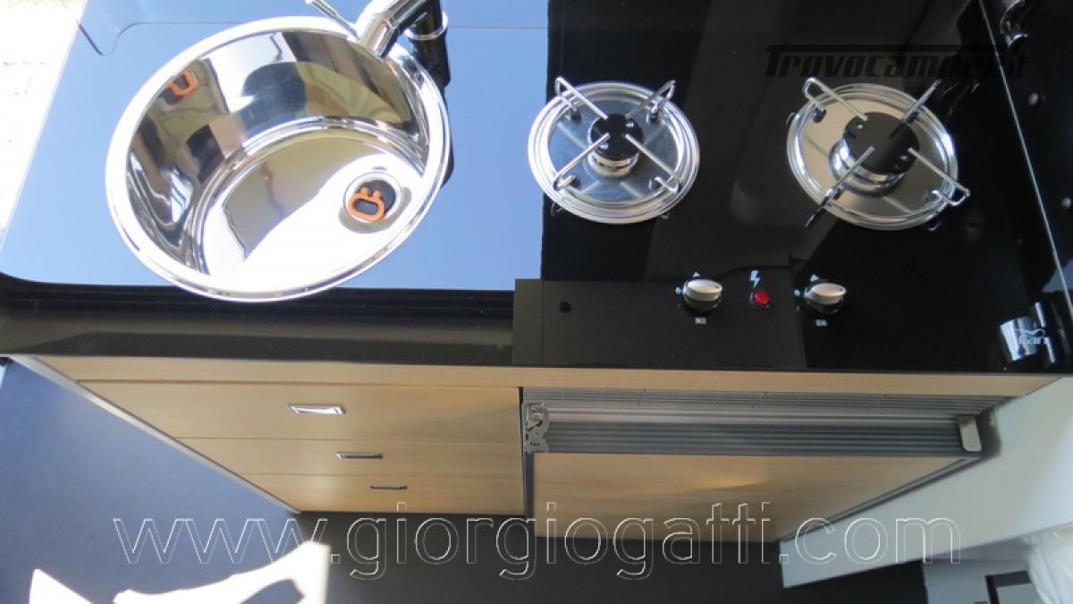 Camper puro Fontvendome Horizon 107 van da 5,41 mt con riscaldamento diesel usato  in vendita a Alessandria - Immagine 19
