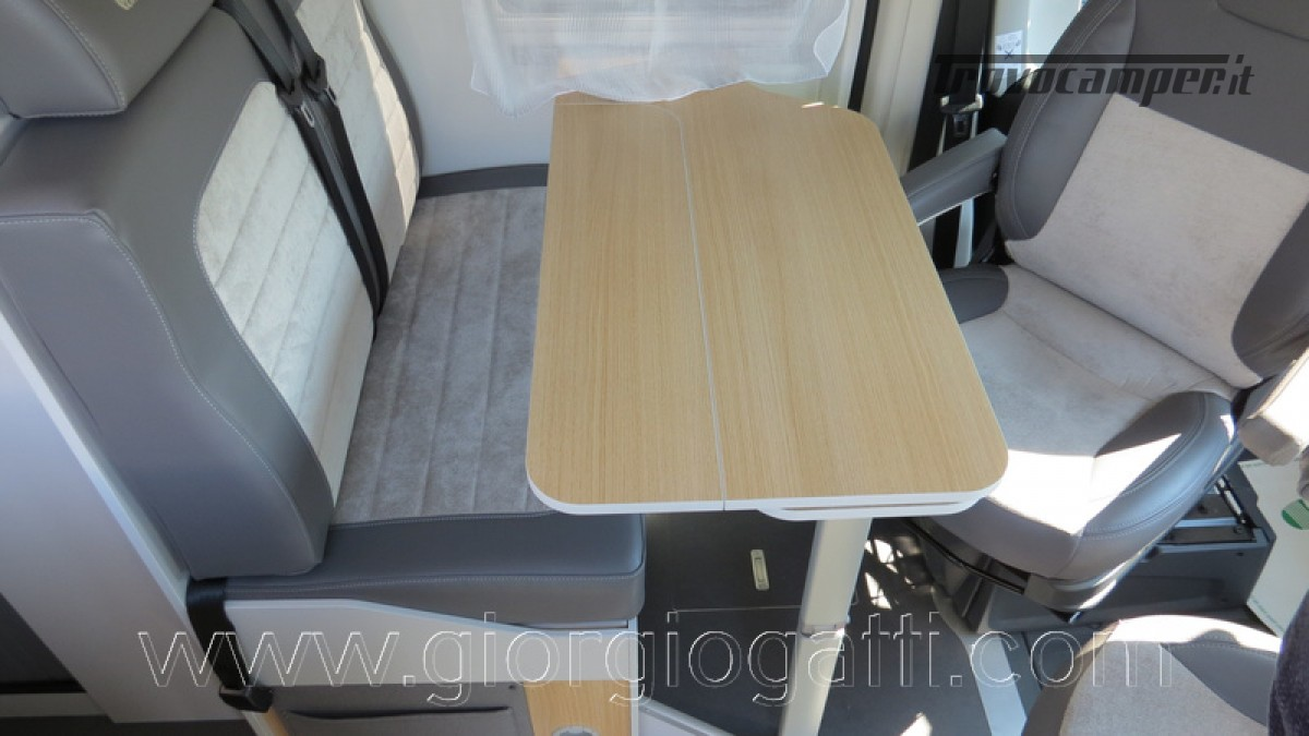 Camper puro Fontvendome Horizon 107 van da 5,41 mt con riscaldamento diesel usato  in vendita a Alessandria - Immagine 29