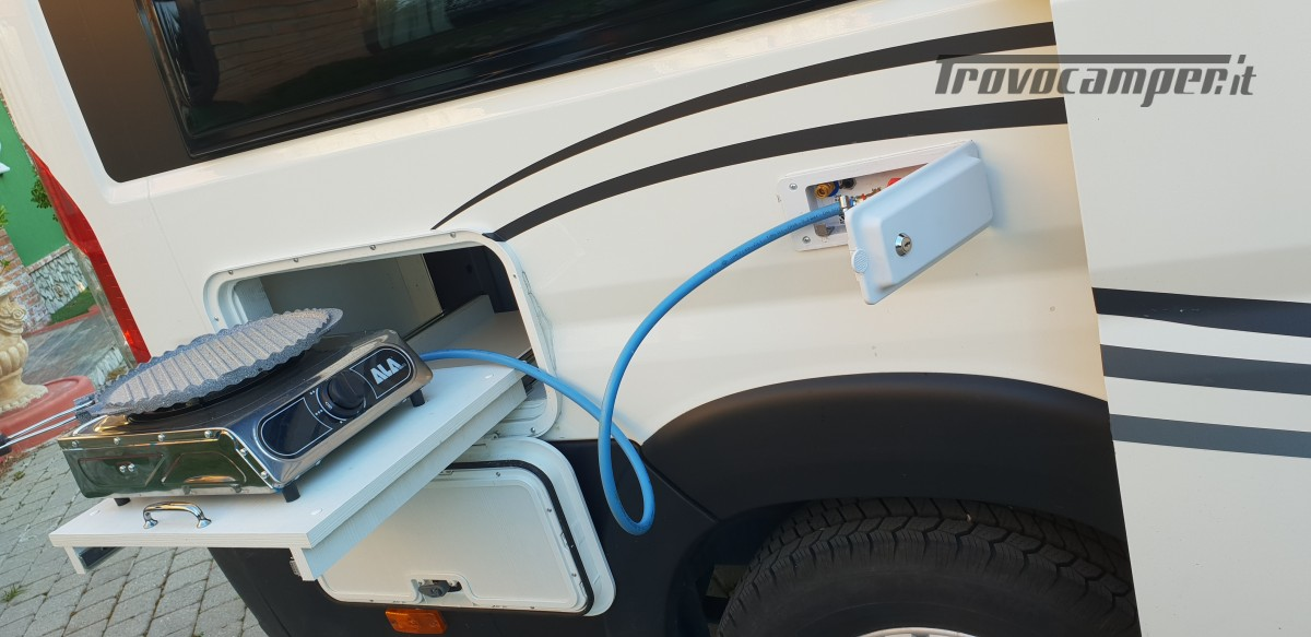 Furgonato Van Rayner 640 usato  in vendita a Cosenza - Immagine 8