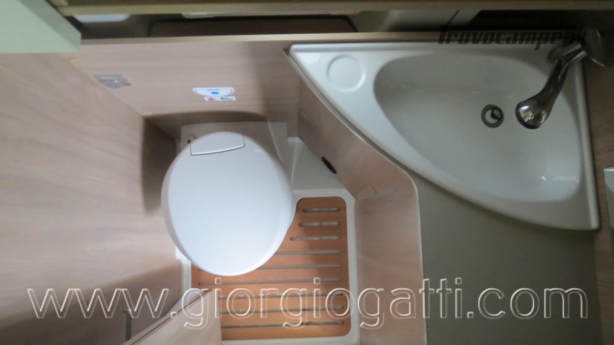 Camper puro Laika Kosmo Campervan 6.0 con soffietto e veranda nuovo  in vendita a Alessandria - Immagine 3
