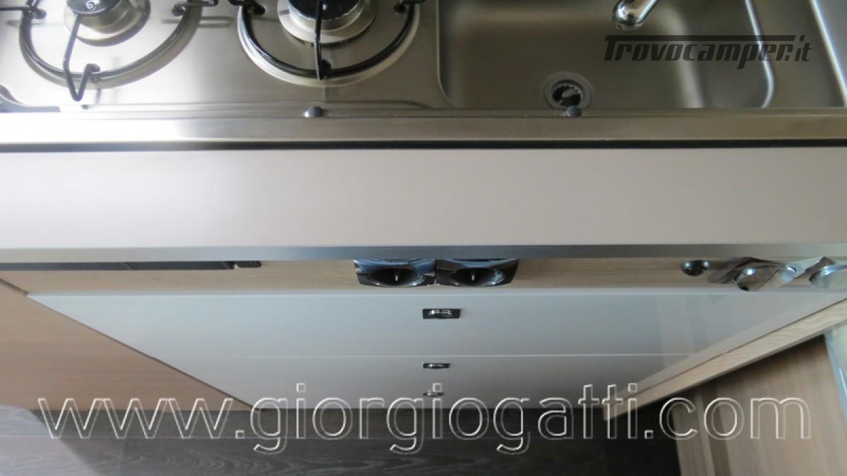 Camper puro Laika Kosmo Campervan 6.0 con soffietto e veranda nuovo  in vendita a Alessandria - Immagine 11