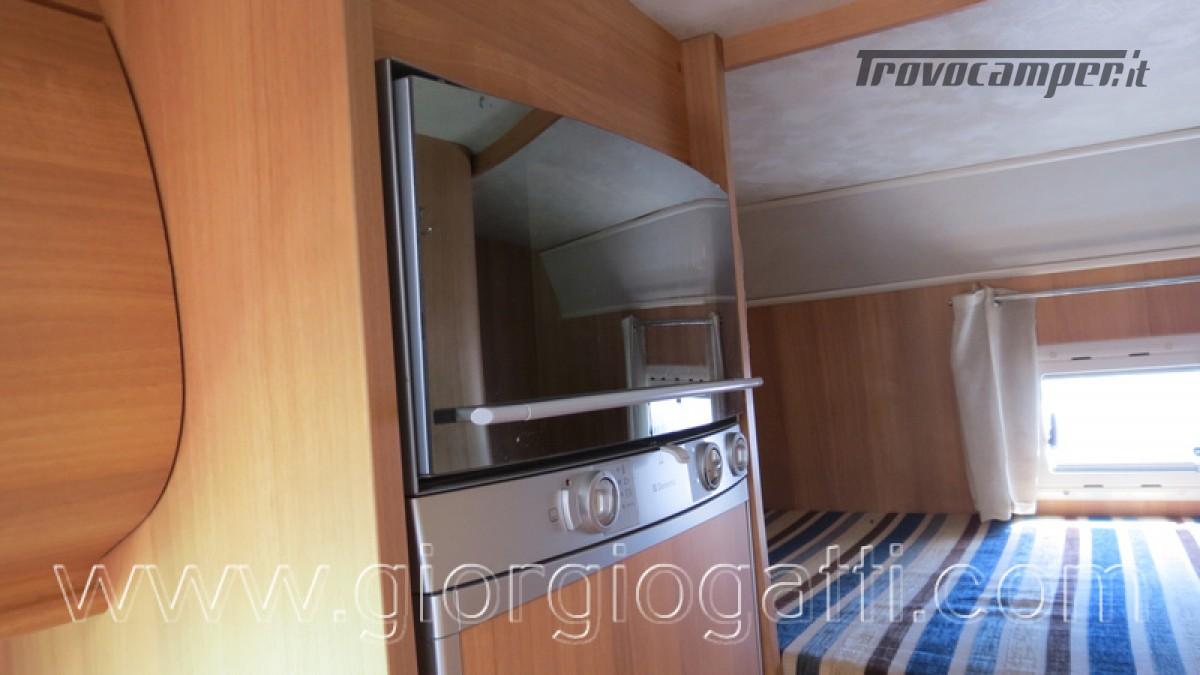 Camper Elnagh Prince 47 mansardato con garage usato  in vendita a Alessandria - Immagine 6