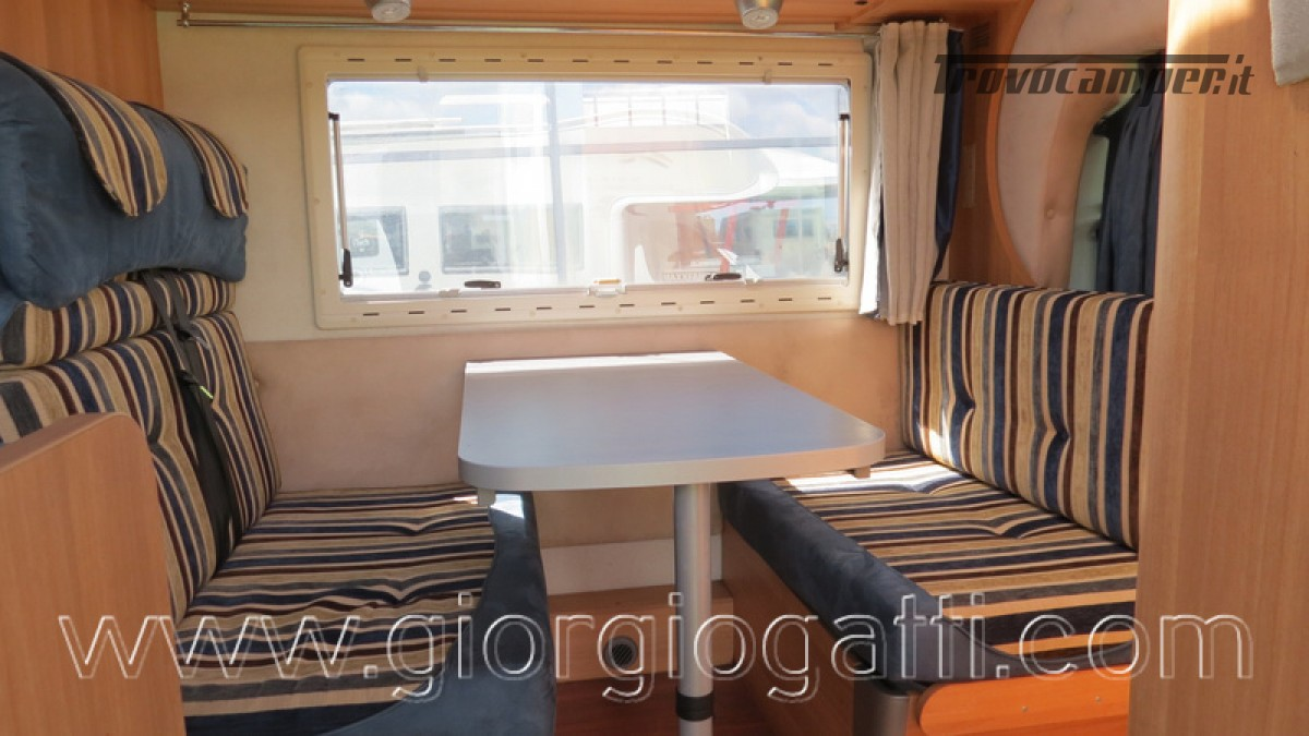 Camper Elnagh Prince 47 mansardato con garage usato  in vendita a Alessandria - Immagine 13