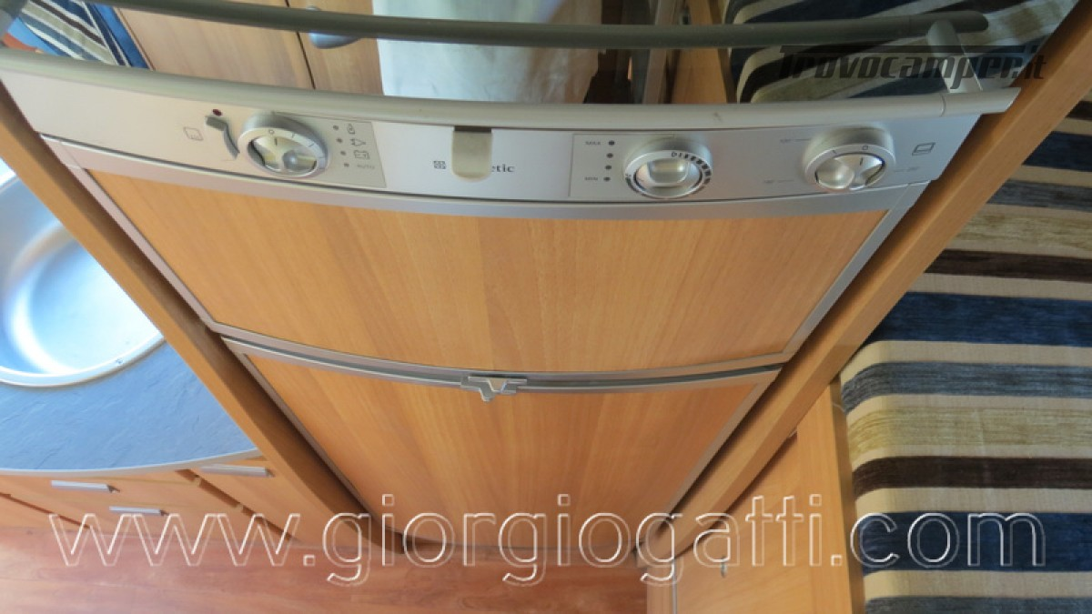 Camper Elnagh Prince 47 mansardato con garage usato  in vendita a Alessandria - Immagine 23