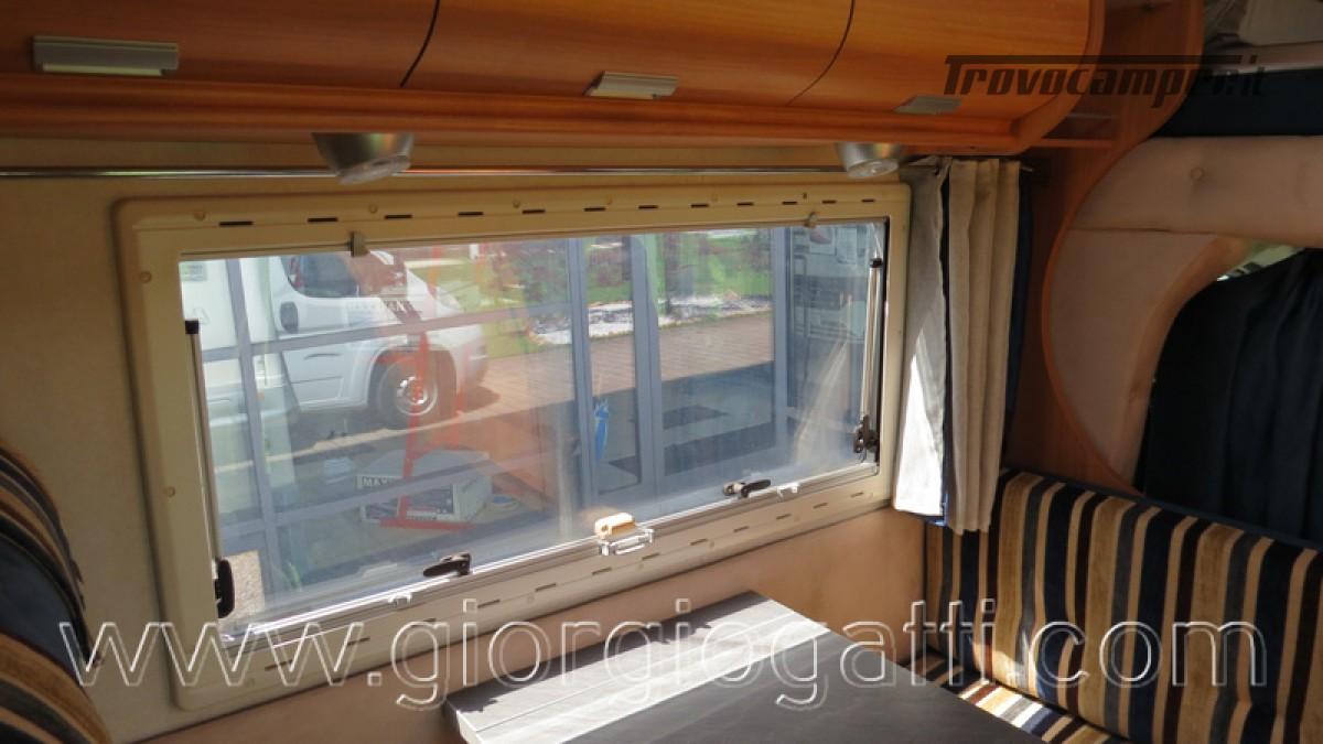 Camper Elnagh Prince 47 mansardato con garage usato  in vendita a Alessandria - Immagine 26
