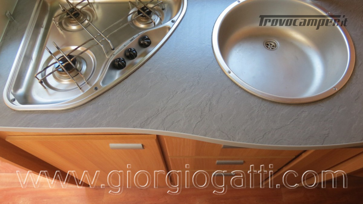 Camper Elnagh Prince 47 mansardato con garage usato  in vendita a Alessandria - Immagine 27