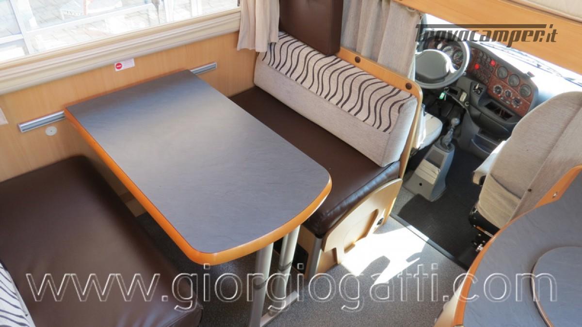 Camper Laika Kreos 3000 mansardato IVECO con garage usato  in vendita a Alessandria - Immagine 2