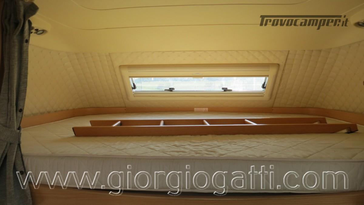 Camper Laika Kreos 3000 mansardato IVECO con garage usato  in vendita a Alessandria - Immagine 4