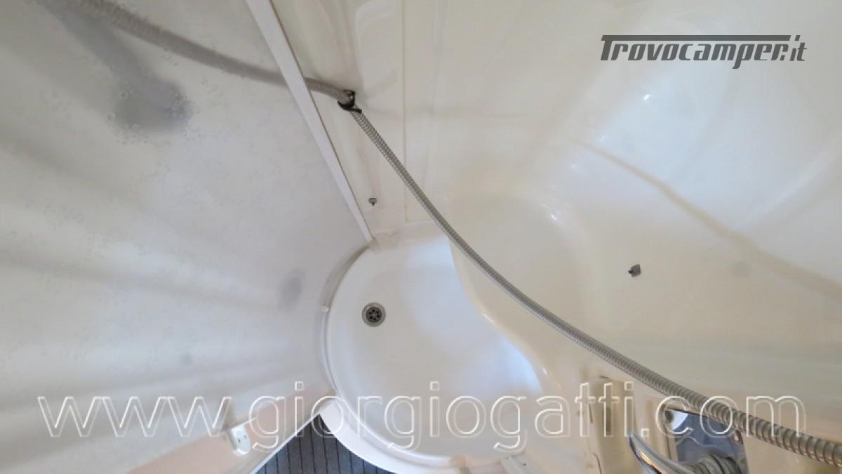 Camper Laika Kreos 3000 mansardato IVECO con garage usato  in vendita a Alessandria - Immagine 5