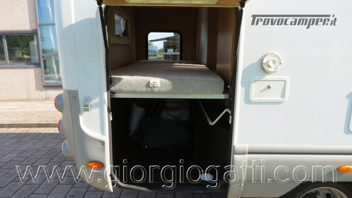 Camper Laika Kreos 3000 mansardato IVECO con garage usato  in vendita a Alessandria - Immagine 7