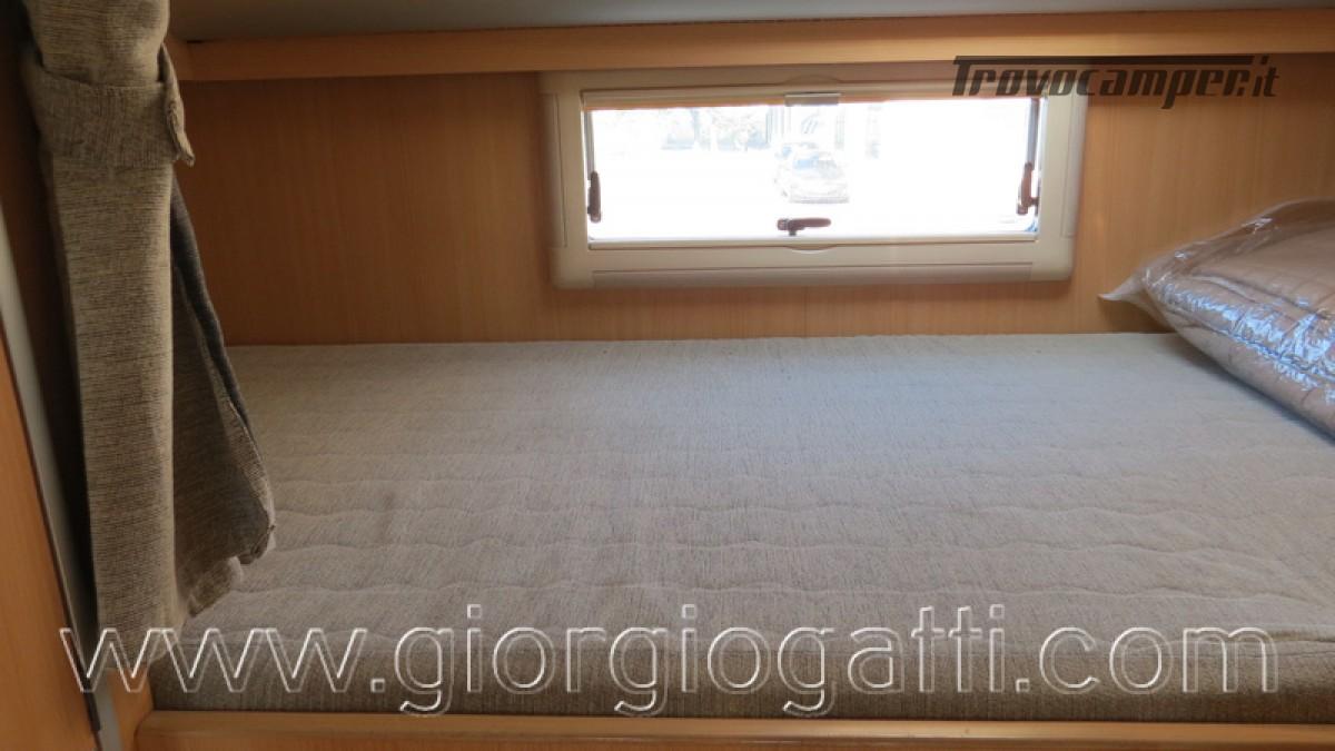 Camper Laika Kreos 3000 mansardato IVECO con garage usato  in vendita a Alessandria - Immagine 9
