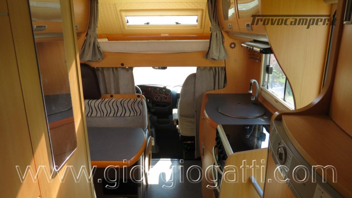 Camper Laika Kreos 3000 mansardato IVECO con garage usato  in vendita a Alessandria - Immagine 12