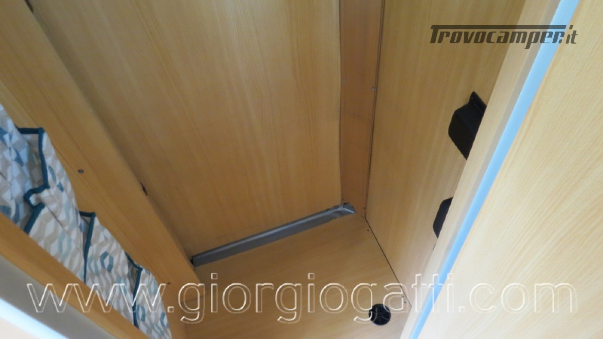 Camper Laika Kreos 3000 mansardato IVECO con garage usato  in vendita a Alessandria - Immagine 15