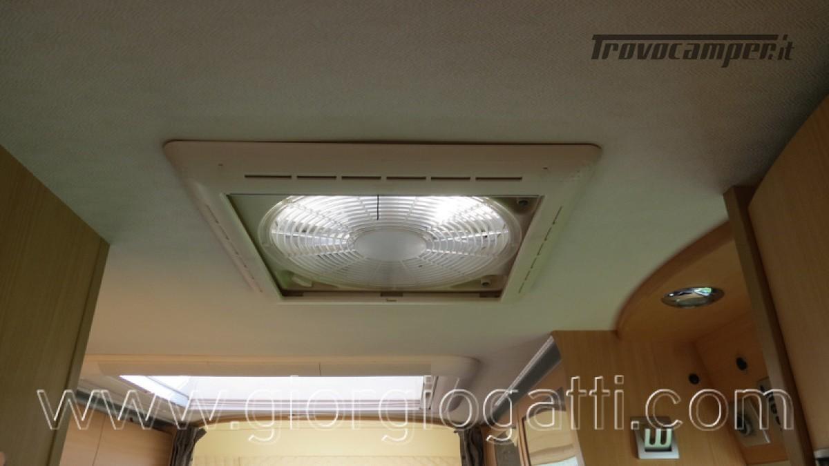 Camper Laika Kreos 3000 mansardato IVECO con garage usato  in vendita a Alessandria - Immagine 18