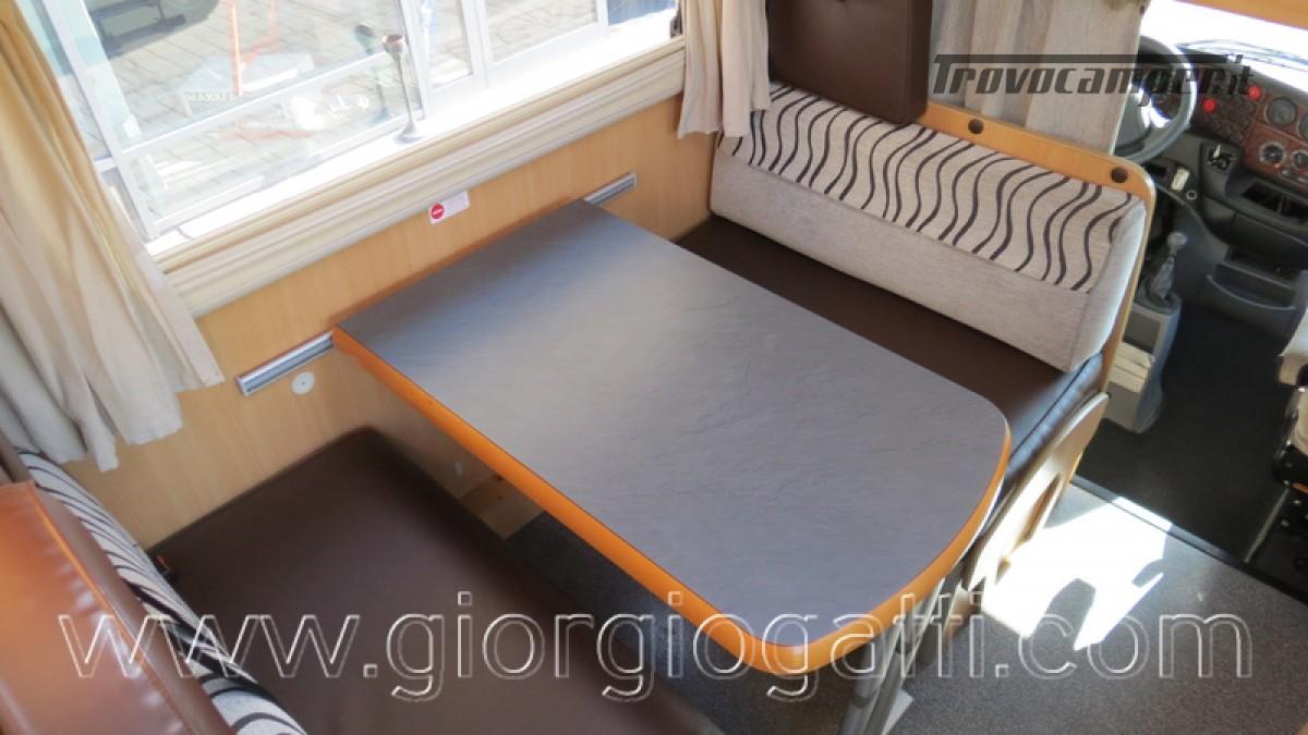 Camper Laika Kreos 3000 mansardato IVECO con garage usato  in vendita a Alessandria - Immagine 27