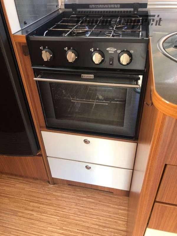 Semintegrale con Basculante Adria Matrix Plus 680SP usato  in vendita a Firenze - Immagine 8