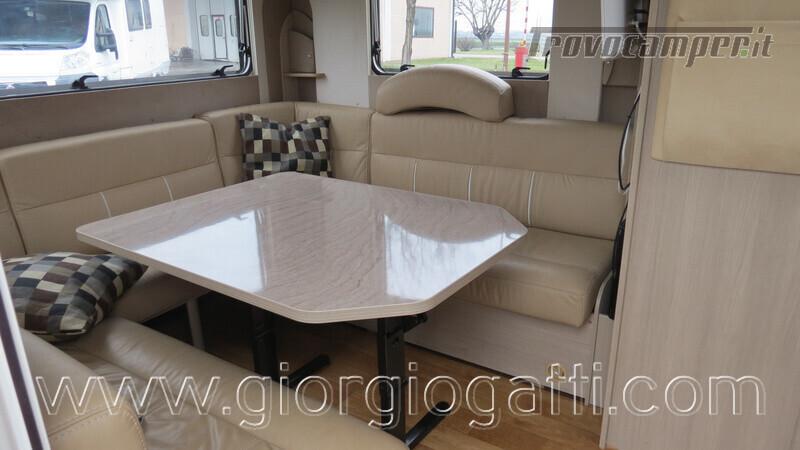 Caravan Burstner Averso Plus 510 TK camperizzata usato  in vendita a Alessandria - Immagine 2