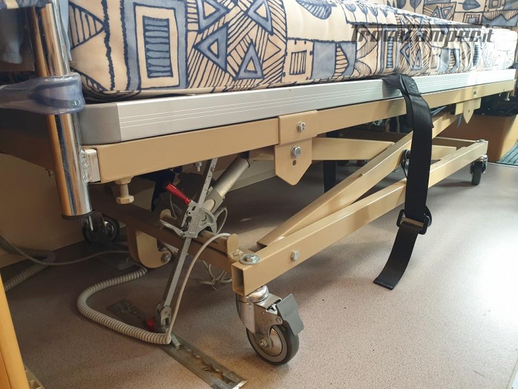 Camper per Disabili 3 Posti con pedana e sollevatore + garage usato  in vendita a Vicenza - Immagine 15