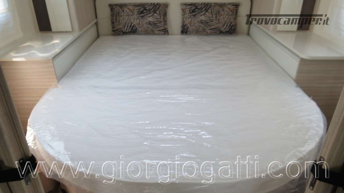 Camper Elnagh T-Loft 582 semintegrale con letto centrale e garage nuovo ducato nuovo  in vendita a Alessandria - Immagine 2