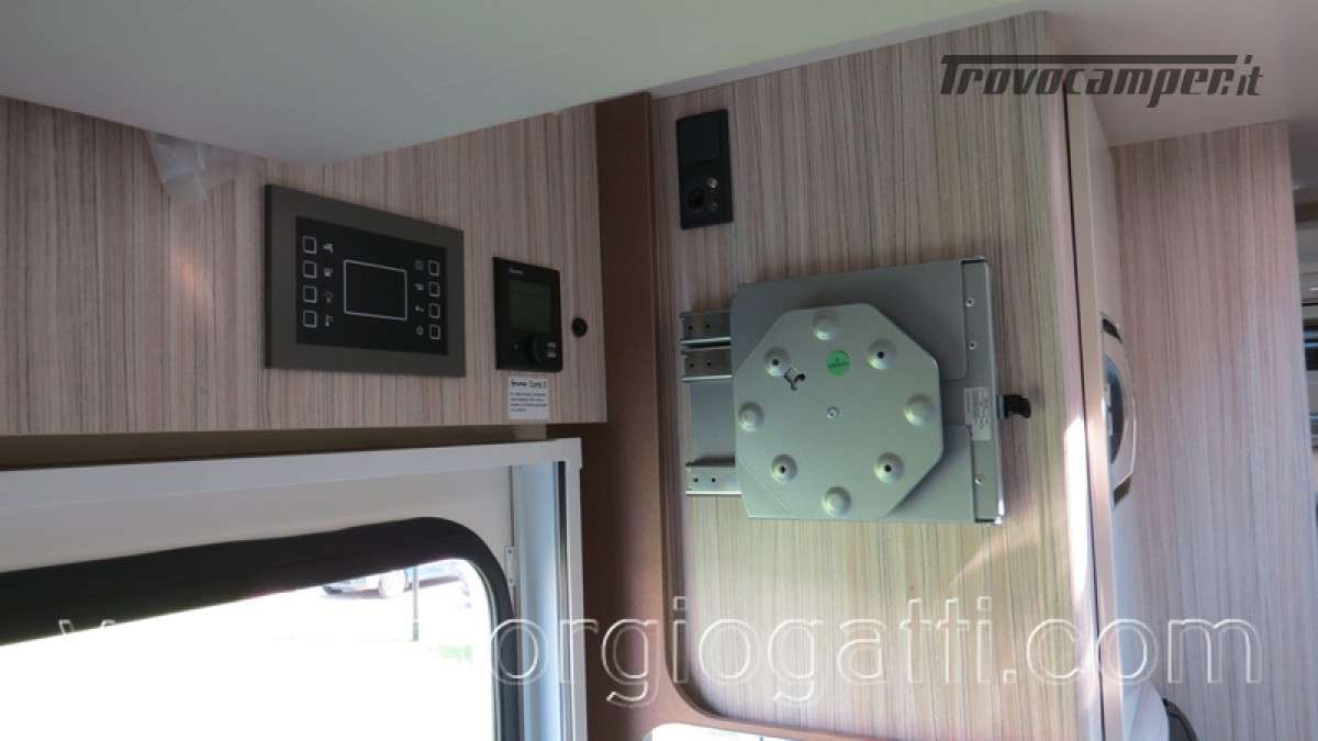 Camper Elnagh T-Loft 582 semintegrale con letto centrale e garage nuovo ducato nuovo  in vendita a Alessandria - Immagine 10