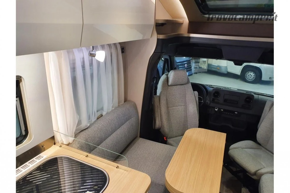 SEMINTEGRALE KM 0 HYMER TRAMP S 685 CON  LETTI GEMELLI SU GARAGE, MECCANICA MB nuovo  in vendita a Milano - Immagine 8